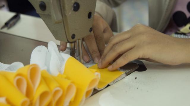 de Solidarity Group, een door arbeiders overgenomen kleding fabriek tijdens bezoek tijdens van International Campaign Forum 2007 van de Clean Clothes Campaign