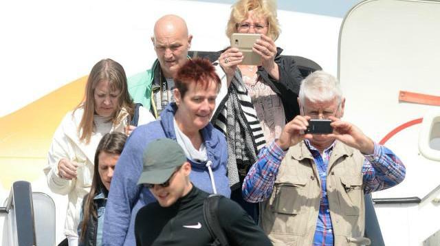 Ohridski-aerodrom- turisti