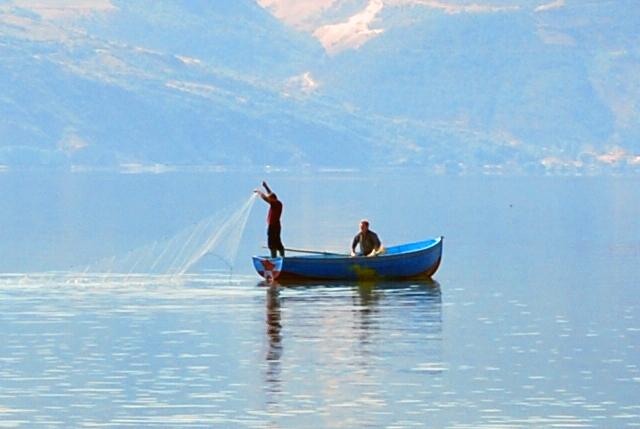 """Кривични за две лица од Пештани поради """"незаконит риболов"""""""