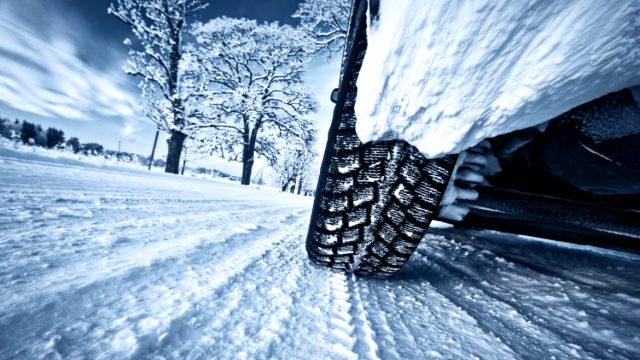 Од утре почнува обврската за задолжително поседување зимска опрема во возилата