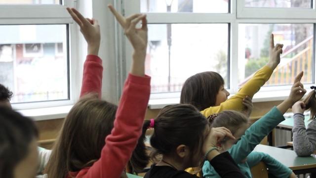 Завршните оценки за учениците ќе се формираат според постигнатиот успех во редовната настава, но и од активното онлајн учество